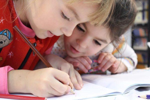 Dolori addominali nei bambini : sintomi e cause