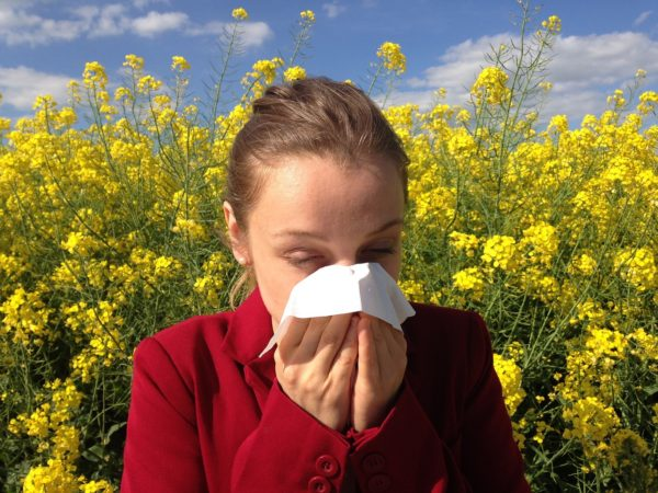 Cos'è la rinite allergica ? Sintomi e cause