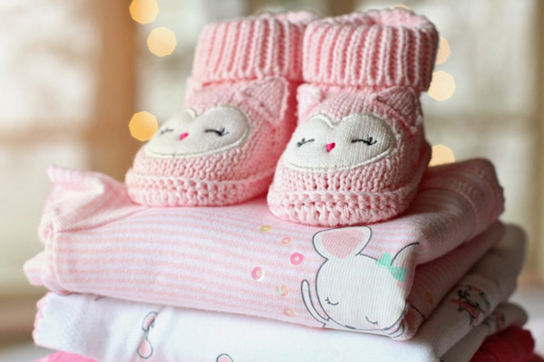 Consigli per scegliere le tutine per neonati